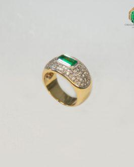 Anillo Oro Amarillo Con Esmeralda Cuadrada Y Diamantes