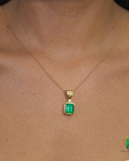 Dije En Oro Amarillo Con Esmeralda Cuadrada y Diamante